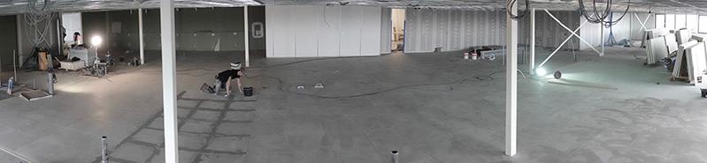 Tegelvloer leggen van achterhonderd vierkante meter
